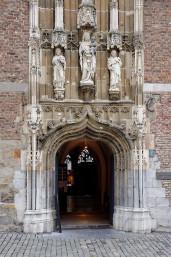 'Kleines Drachenloch' der Haupteingang zur Domschatzkammer / © JosWaS | Dom Aachen
